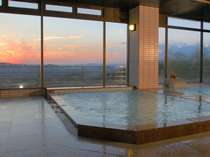 サウナ付き展望大浴場からの夕日
