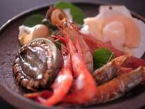 【海鮮8種炭火焼】こんがり焼けた海老・ホタテ・バイ貝・カニ・サザエ・アワビ・イカで大満足プラン