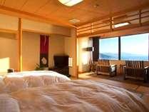 【最上階客室「天海」】寝心地抜群のシモンズ製のセミダブルベッドの客室。