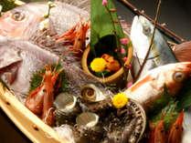 地元である間人港から水揚げされた海の幸を贅沢に豪快にお召し上がり頂けます。