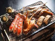 丹後温泉はしうど荘の海鮮炭火焼きの一例(1-2人前)新鮮な海の幸をお召がり頂けます。