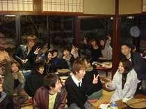 京都龍谷大ジャズクラブの皆さん。コンパの翌朝、飲み過ぎで食欲なければパンとコーヒー牛乳はお持ち帰り!