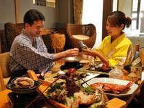 海望む半露天風呂付き客室ではお部屋食サービスも人気。
