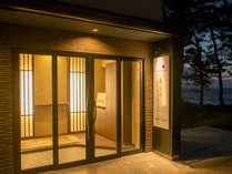国定公園「越前松島」の一番海側にある、こじんまりとしたお宿です。