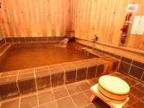 お部屋の半露天風呂はファミリーでもゆったりの広さ♪湯加減調整OK