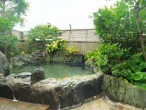 高知県吉野川産の露天岩風呂