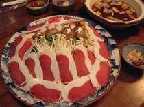 猪鍋(4人前)、特上ロースの味噌味でとろける旨さと軟らかさ。