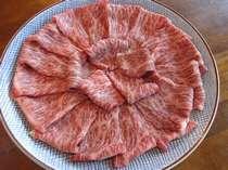飛騨牛しゃぶしゃぶ鍋。飛騨牛の旨みを充分に味わえるように、特注で少し厚めにスライス。