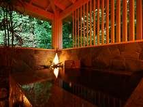 山の緑をのぞむ貸切り風呂の一例(無料でどうぞ)