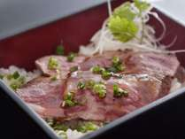 ・[伊予牛 絹の味]炙りステーキ丼