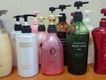 女性限定 露天風呂でご利用いただけるシャンプーバー。人気のシャンプー・コンディショナー・Bソープ。