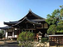 湯神社。道後温泉本館左の小高い丘にあります。