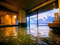 """【吟水湯-Ginsui No Yu-】夕日色に染まる海を眺めながら""""の~んびり""""と♪"""