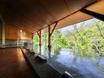 深緑の露天風呂(土詠の湯)