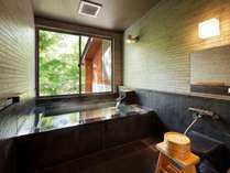 深緑の貸切風呂(岩燕の湯)