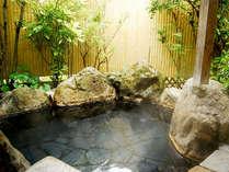 【客室露天風呂一例】離れのお部屋は全室露天風呂付きです。ゆっくりお寛ぎ下さい。