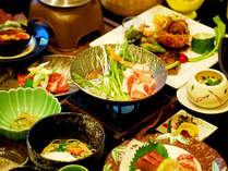 【花御膳一例】四季折々の前菜、 黒毛和牛、川魚など山里の幸をふんだんに使ったお料理