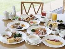 ご朝食は和洋ブッフェをご用意しております。
