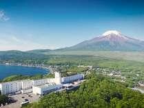 富士山と湖を望むリゾート ホテルマウント富士 (山梨県)