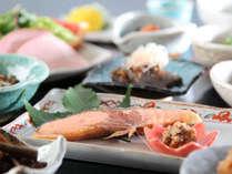 ご朝食も温泉たまごや焼き魚などすべて手作りの体に優しい和食膳をご用意。