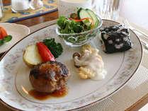 *【夕食一例(お子様用)】彩り、栄養バランス満点のお子様限定プレート!