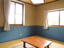 *【客室一例】8畳の和室。大きな窓からは信州を象徴する山々がご覧いただけます