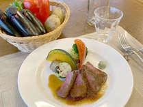 *信州プレミアム牛ステーキ/モモ肉は程よいサシが入っていて焼き上がりは柔らかで脂は控えめです。