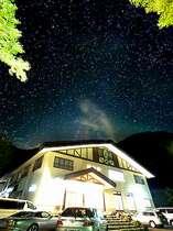 澄みきった夜空はまるでプラネタリウム