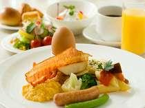 朝食バイキング 7:00~9:30(日祝10:00)太陽の光が降り注ぐ、開放的なレストランでお召し上がり下さい