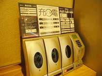 【1階ロビー】携帯の充電が・・・!そんな時は充電器をご利用下さい。(20分200円)