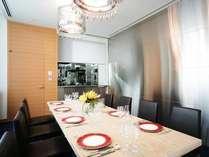 【1階「Rivage」】「シェフズルーム」調理場と一体となった個室でシェフとの会話も♪(部屋代5,940円)