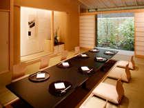 【1階日本料理「大江」】お庭を臨みながら、接待・ご家族のお集まりに最適です(お部屋代5,940円)