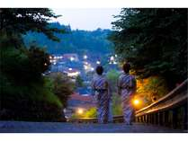 湯坪温泉の高台に佇む宿。エントランスから坂道をちょっと散歩♪敷地内ではホタルも鑑賞できます☆