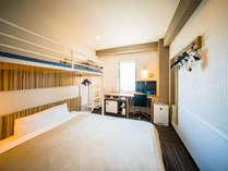 スーパールーム150cmベッド+100cmシングルロフトベッド★全室無料Wi-Fi