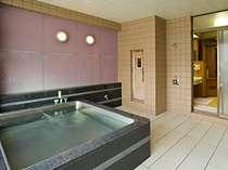 仙寿の湯(男湯)は、広々としたお風呂です。サウナ付