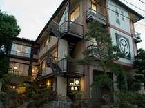 信州の鎌倉「別所温泉」に佇む全23室の老舗宿。温かなおもてなしと手間暇かけた料理をぜひご賞味ください