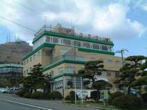 函館山の麓に位置するホテル函館山