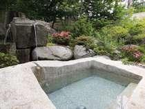 露天風呂★男湯・女湯合計5種類の露天。夜と朝で男女浴室が入れ替わり両方お楽しみいただけます。