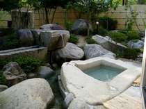 川のせせらぎを聞きながら入る癒しの露天風呂