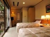 シングルから利用可能な和風館ツインルーム(洋室)