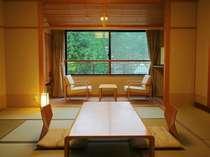 清楚で落ち着きのある、眺めの良い本館和室(2)