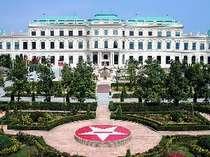 オーストリアにあるベルベデーレ宮殿をモチーフにした、日本食研KO宮殿工場。