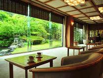 【ラウンジ】県内最大級 1000坪の日本庭園