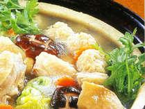 <地鶏水炊き>やわらかい地鶏をお鍋にくぐらせて、お野菜もたくさん食べれるからヘルシー♪(イメージ)