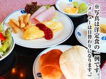 朝食(洋食)の一例です。和食、洋食からお選び頂けます。 ※メニューは日替りです