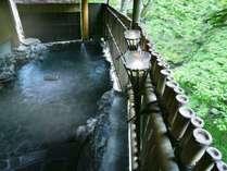 かじかの湯露天風呂渓流沿いにあるため、夏の季節はかじか蛙の声を聞きながら湯浴みできます