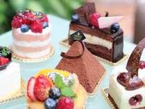 ロビーラウンジ『海音』にて多彩に取り揃えたケーキをご用意