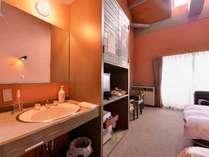 *【森の交流館洋室一例】平成25年4月にリニューアル!琵琶湖を眺めるツインベッドのお部屋です。