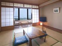 【客室一例】眺望抜群のお部屋。ゆったりとお寛ぎいただけます(海側和室10畳タイプ)