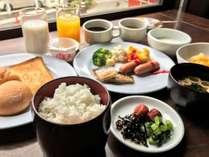 朝食は無料サービス!朝はしっかりと食べて1日のエネルギー満タン!!